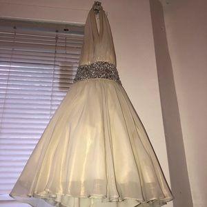 Beautiful homecoming dress.. crystal embellished